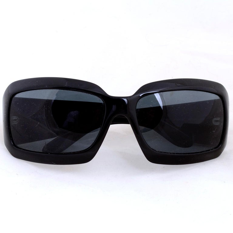Vintage Chanel Black Sunglasses With Monogram Interlocking Mother Of Pearl CC's For Sale 4