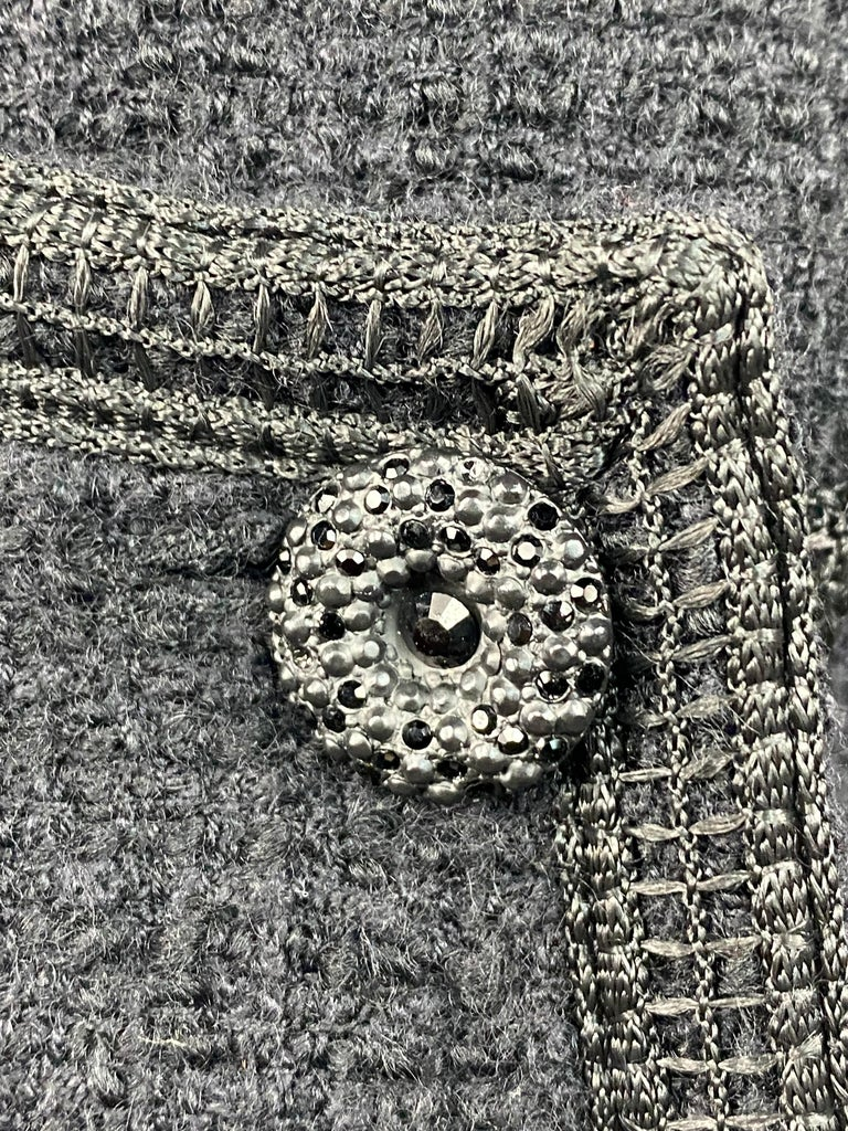 Vintage Chanel Black Tweed Blaze Jacket Size 38 In Excellent Condition For Sale In Beverly Hills, CA