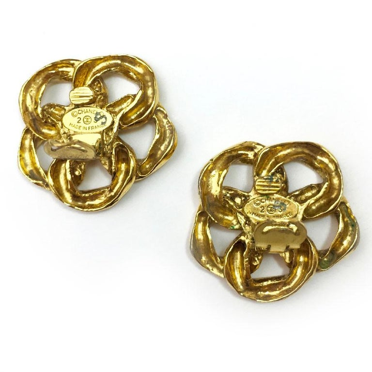 Vintage Chanel Clip On Earrings Gold Tone Chain and CC In Good Condition For Sale In Paris, FR