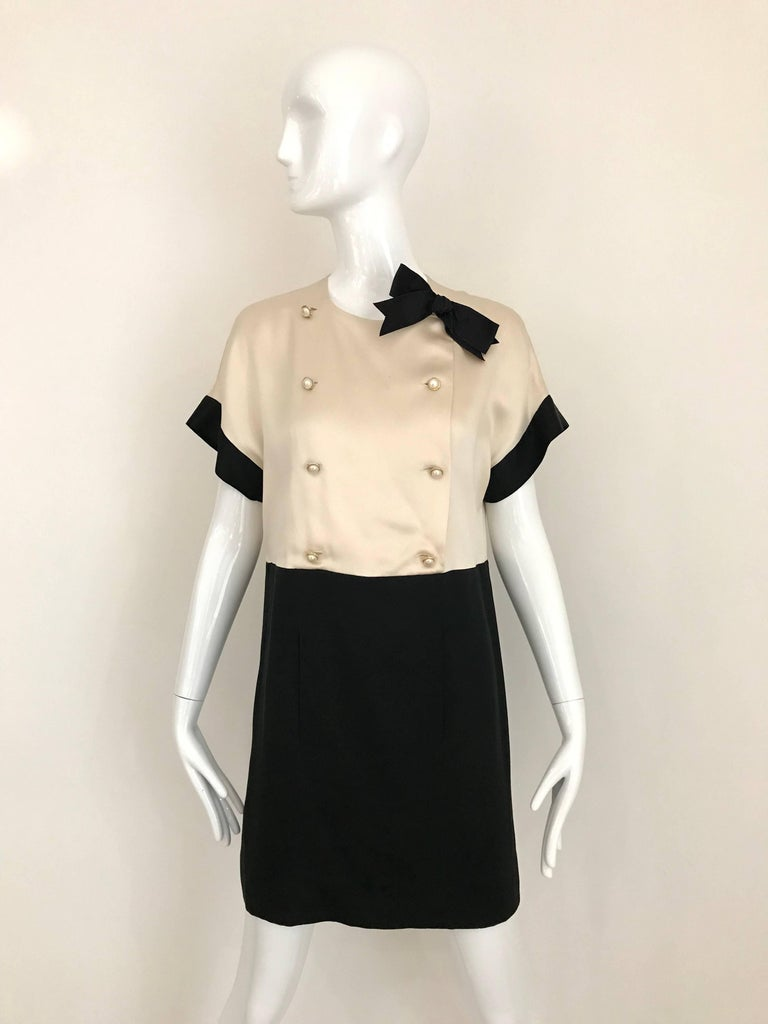Vintage CHANEL Creme and Black Silk Charmeuse Cocktail Dress In Good Condition For Sale In Beverly Hills, CA