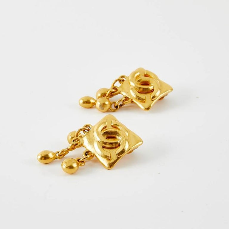 Vintage Chanel Double C Gold Tone Earrings In Excellent Condition For Sale In Paris, FR