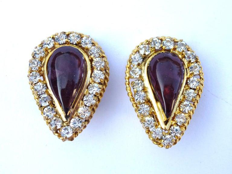 Artisan Vintage Chanel ear clip Maison Gripoix 1970/80 gold plated For Sale