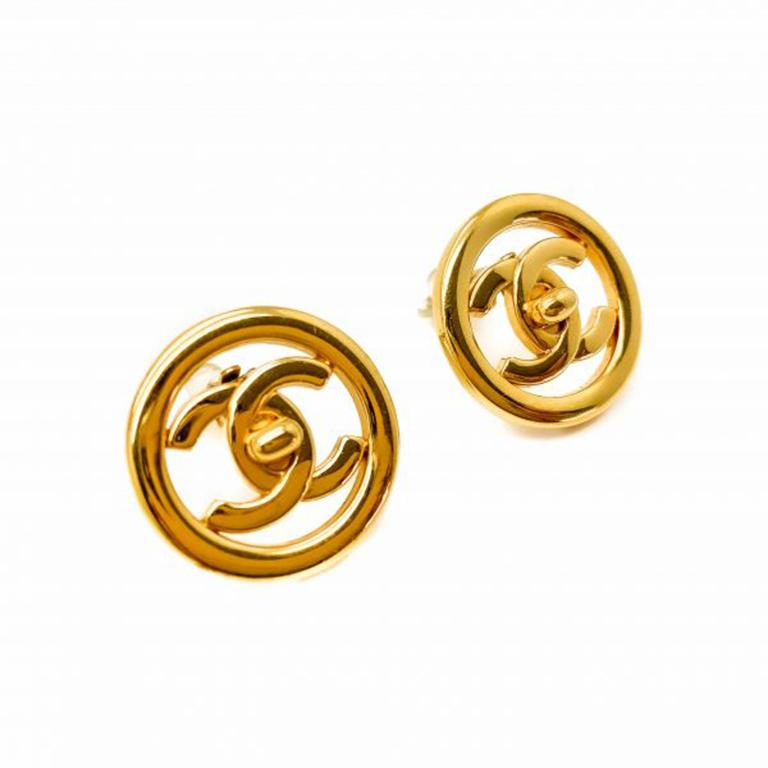 Paying homage to the forever iconic classic Chanel flap bag. These stunning clip on Vintage Chanel Gold Turnlock Earrings date to the Spring 1997 Collection. Featuring the now iconic gold plated Chanel Turnlock. Measuring approx. 2.5cm and in very