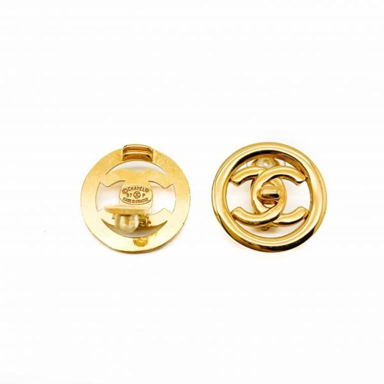 Vintage Chanel Gold Cc Turnlock Logo Clip Earrings 1997 In Good Condition For Sale In Wilmslow, GB