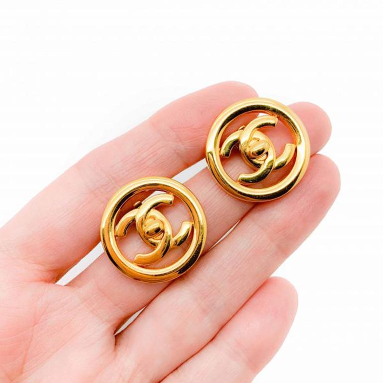 Women's Vintage Chanel Gold Cc Turnlock Logo Clip Earrings 1997 For Sale