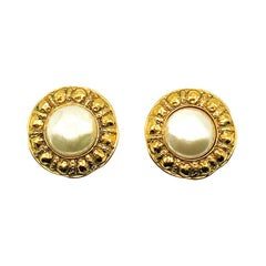 Vintage Chanel Large Etruscan Inspired Gripoix Pearl Earrings 1980s