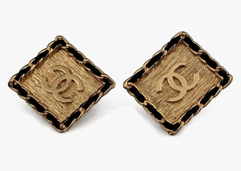 Vintage CHANEL Logo Chain Leather Square Earrings For Sale 3