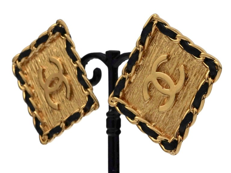 Vintage CHANEL Logo Chain Leather Square Earrings For Sale 4