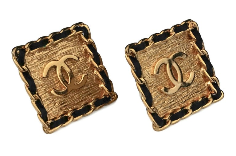 Vintage CHANEL Logo Chain Leather Square Earrings For Sale 5