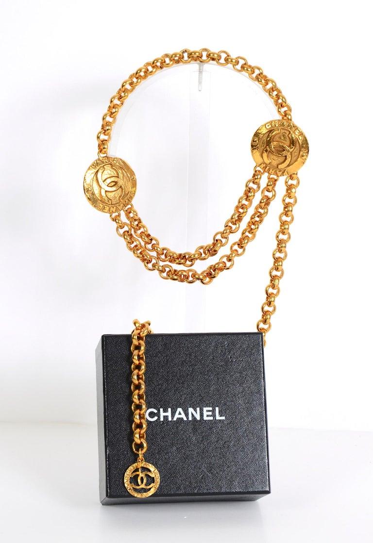 Gold Vintage Chanel medallion gold chain belt 28/6120  For Sale