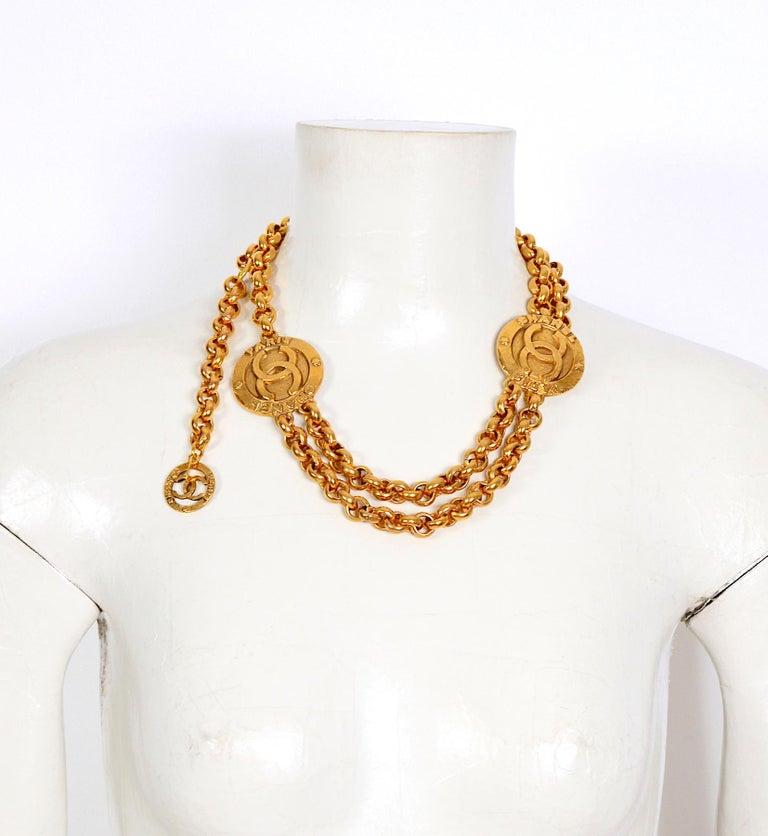 Women's Vintage Chanel medallion gold chain belt 28/6120  For Sale