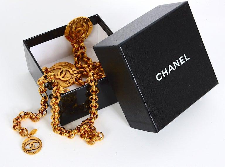 Vintage Chanel medallion gold chain belt 28/6120  For Sale 1