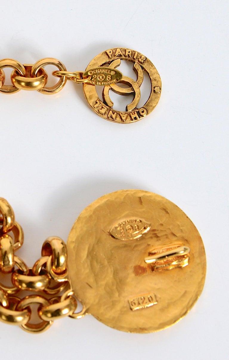 Vintage Chanel medallion gold chain belt 28/6120  For Sale 2