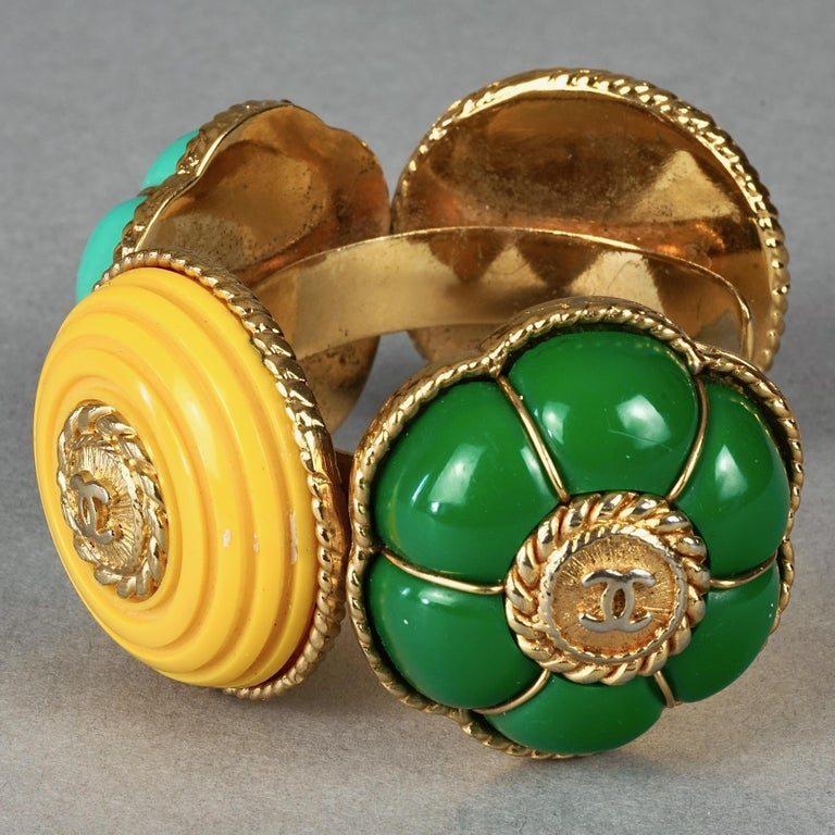 Vintage CHANEL Multicolor Logo Buttons Cuff Bracelet In Good Condition For Sale In Kingersheim, Alsace