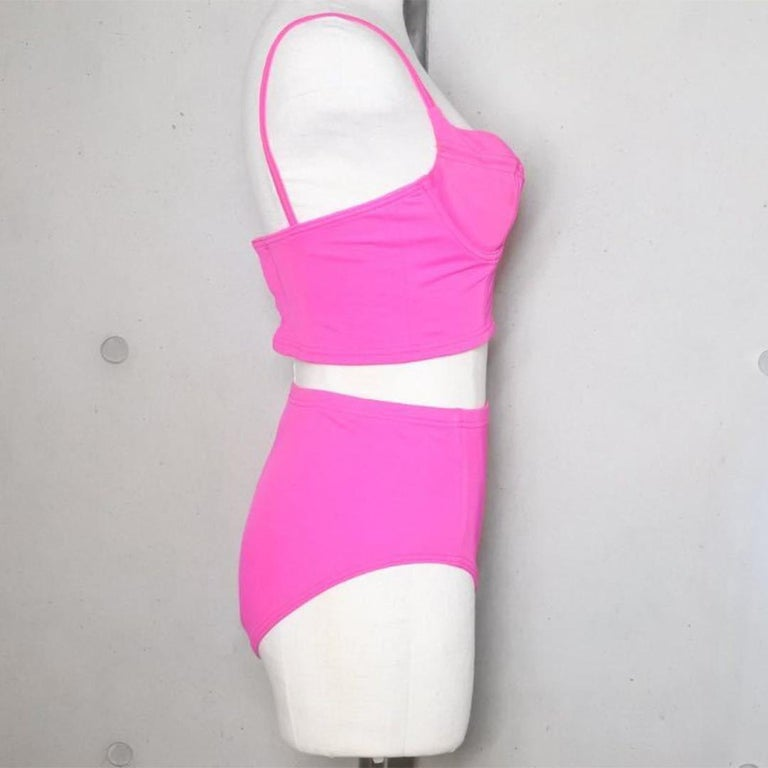 Vintage Chanel pink swimsuit size 40 In Good Condition For Sale In Chicago, IL