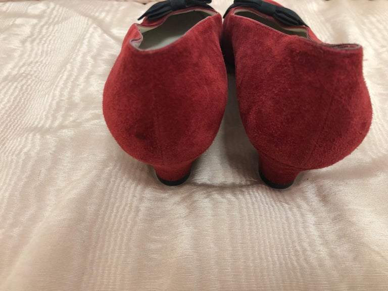 Vintage Chanel Red Suede Pumps w/Grosgrain Bows Size 8 In Good Condition For Sale In Port Hope, ON