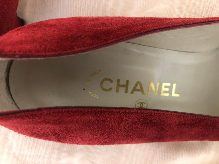 Women's Vintage Chanel Red Suede Pumps w/Grosgrain Bows Size 8 For Sale