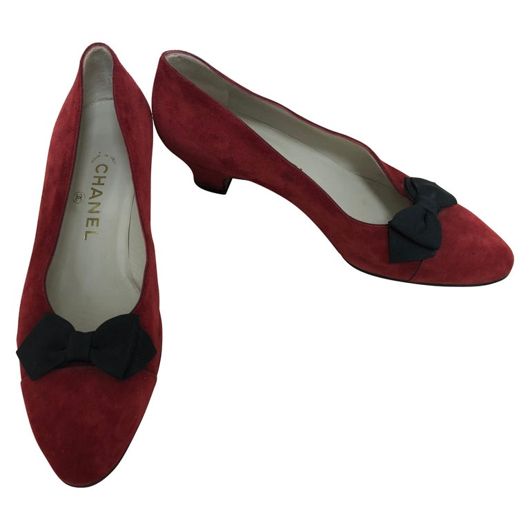 Vintage Chanel Red Suede Pumps w/Grosgrain Bows Size 8 For Sale