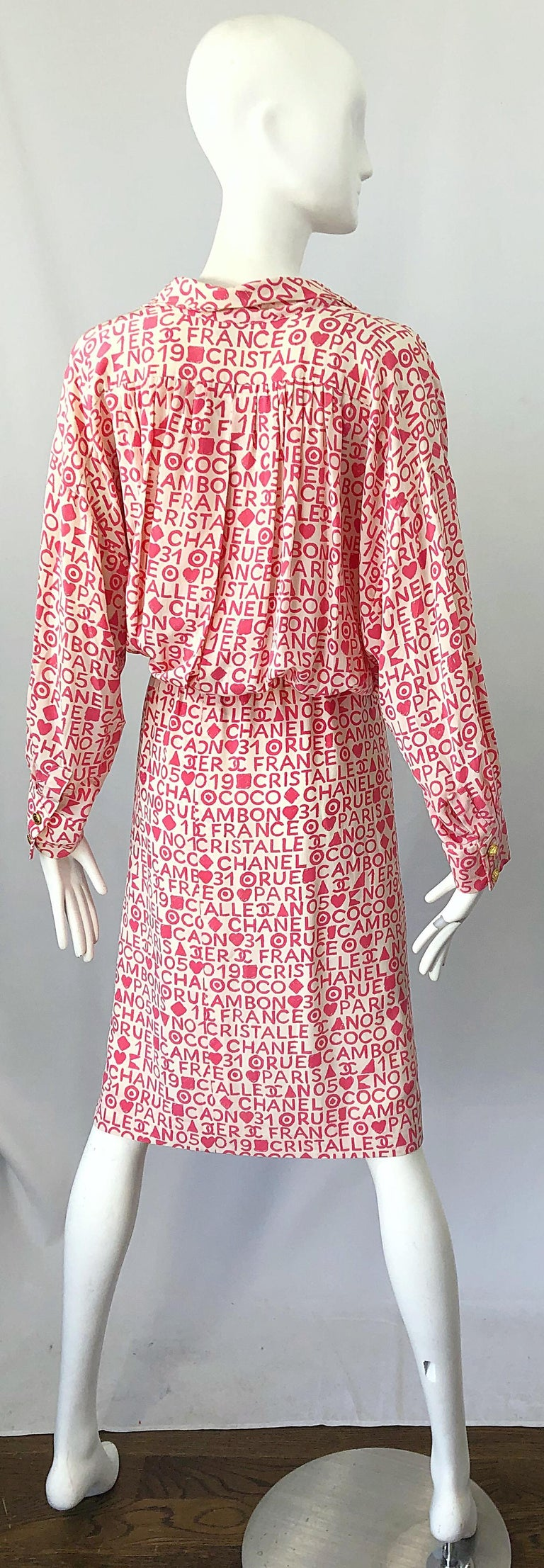 Women's Vintage Chanel Size 44 / 14 Pink and White Logo Print 1980s Silk 80s Shirt Dress For Sale