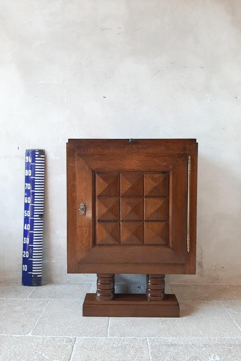 Vintage Charles Dudouyt Brutalist Brown Oak Wall Cabinet In Good Condition For Sale In Baambrugge, NL