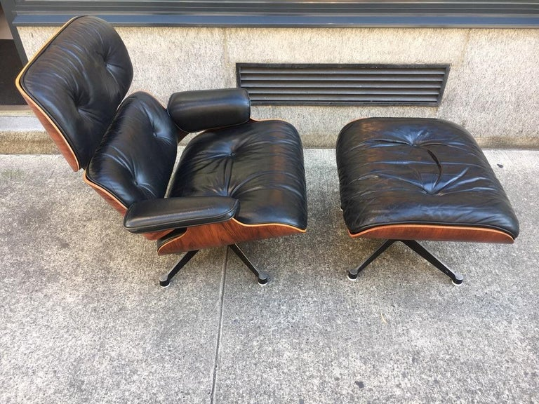 Vintage Charles & Ray Eames Rosewood Lounge Chair & Ottoman For Sale 2