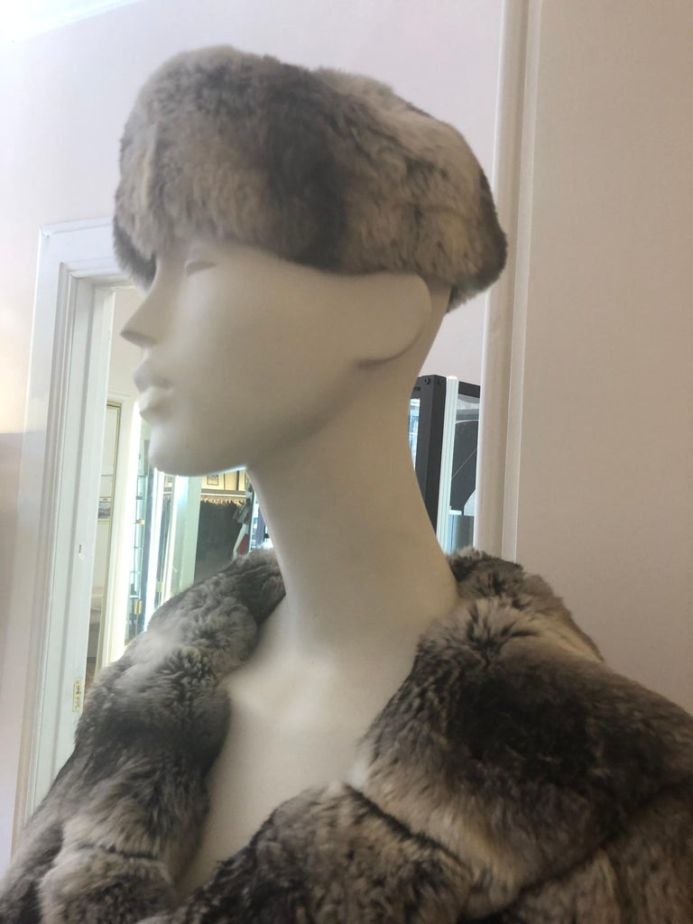 Gray Vintage Chinchilla Stole/Cape and Hat  For Sale
