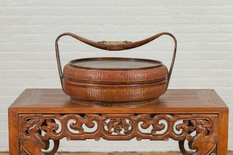 Vintage Chinese Bamboo and Rattan Covered Basket with Black Hand-Painted Décor For Sale 6