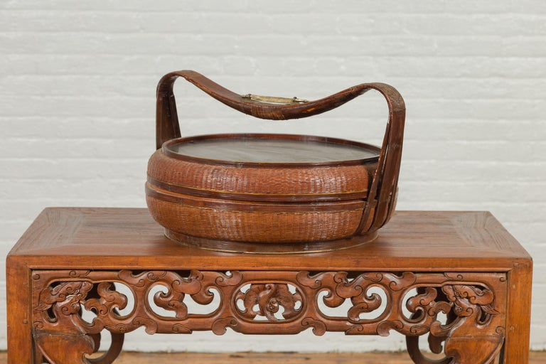 Vintage Chinese Bamboo and Rattan Covered Basket with Black Hand-Painted Décor For Sale 5