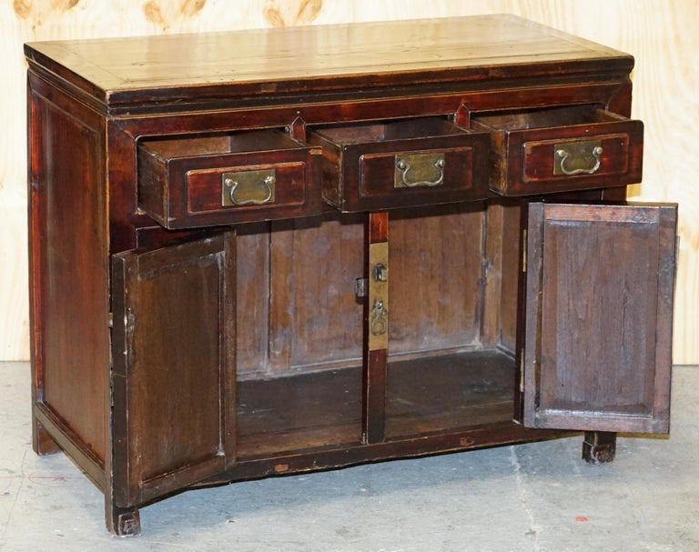 Vintage Chinese Cabinet Cupboard Sideboard Lacquered Carved and Detailed Piece For Sale 9