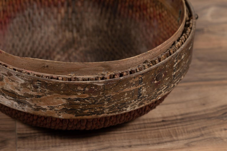 Vintage Chinese Midcentury Rattan Circular Hat Box with Weathered Patina For Sale 4