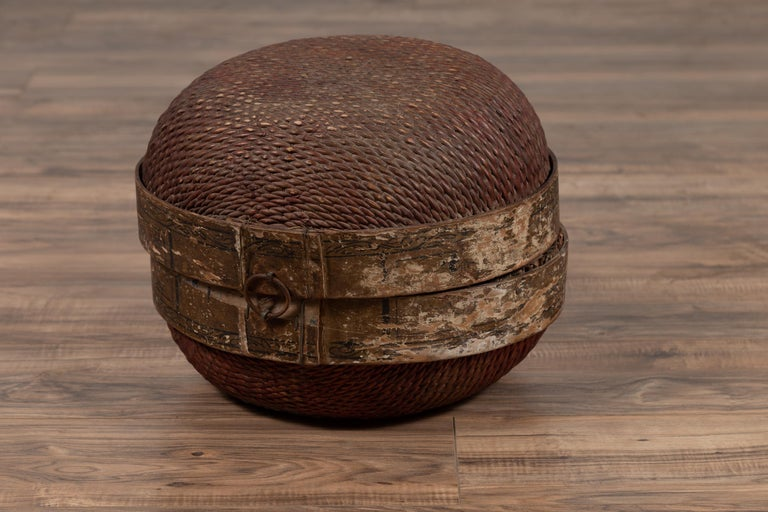 Vintage Chinese Midcentury Rattan Circular Hat Box with Weathered Patina For Sale 5