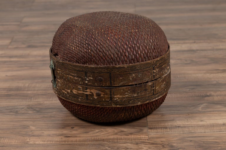 Vintage Chinese Midcentury Rattan Circular Hat Box with Weathered Patina For Sale 6