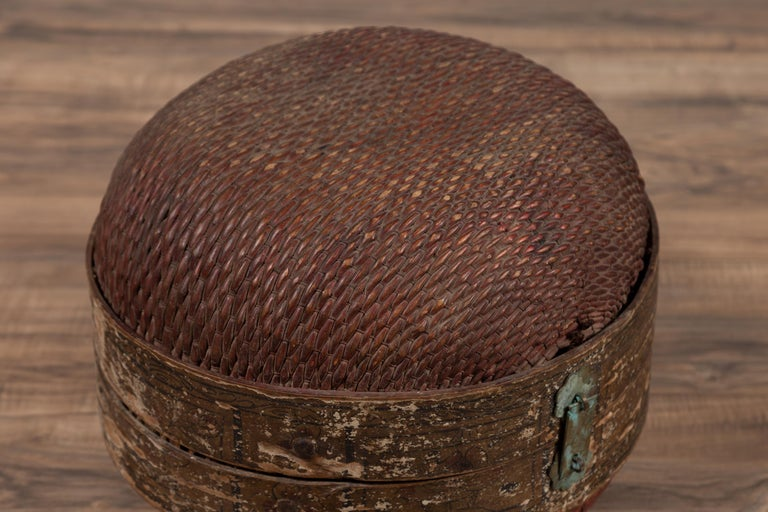 20th Century Vintage Chinese Midcentury Rattan Circular Hat Box with Weathered Patina For Sale