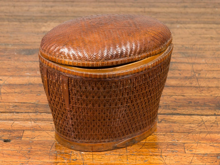Vintage Chinese Oval Woven Rattan Basket with Lid and Geometric Motifs For Sale 6