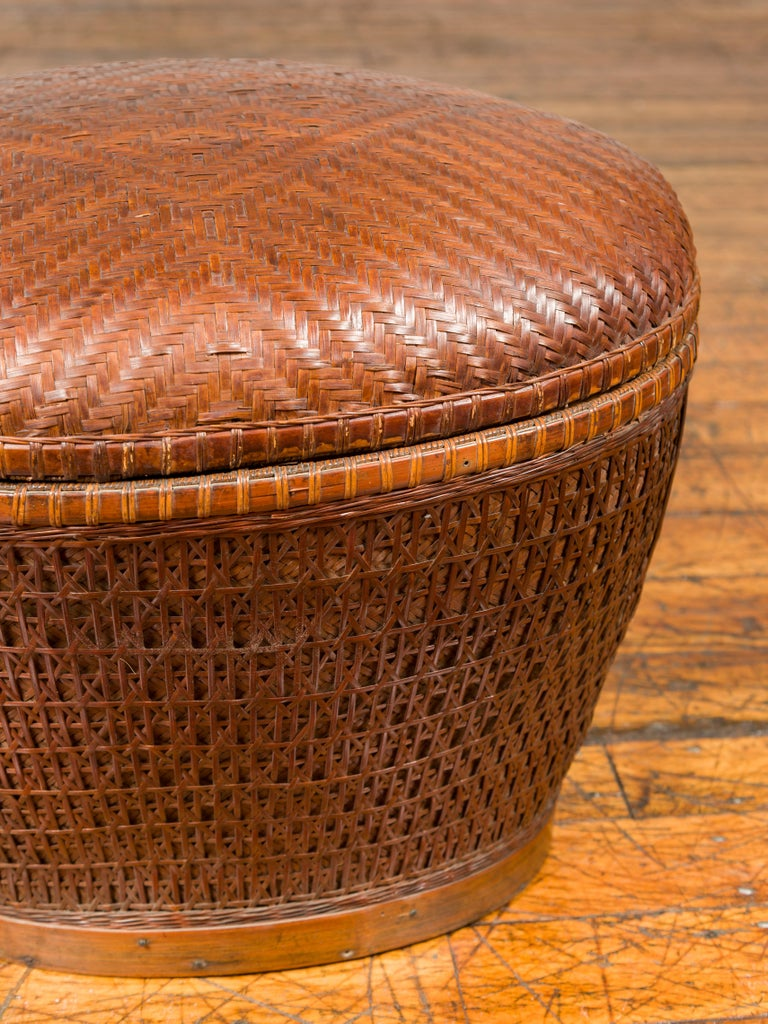 Vintage Chinese Oval Woven Rattan Basket with Lid and Geometric Motifs For Sale 2