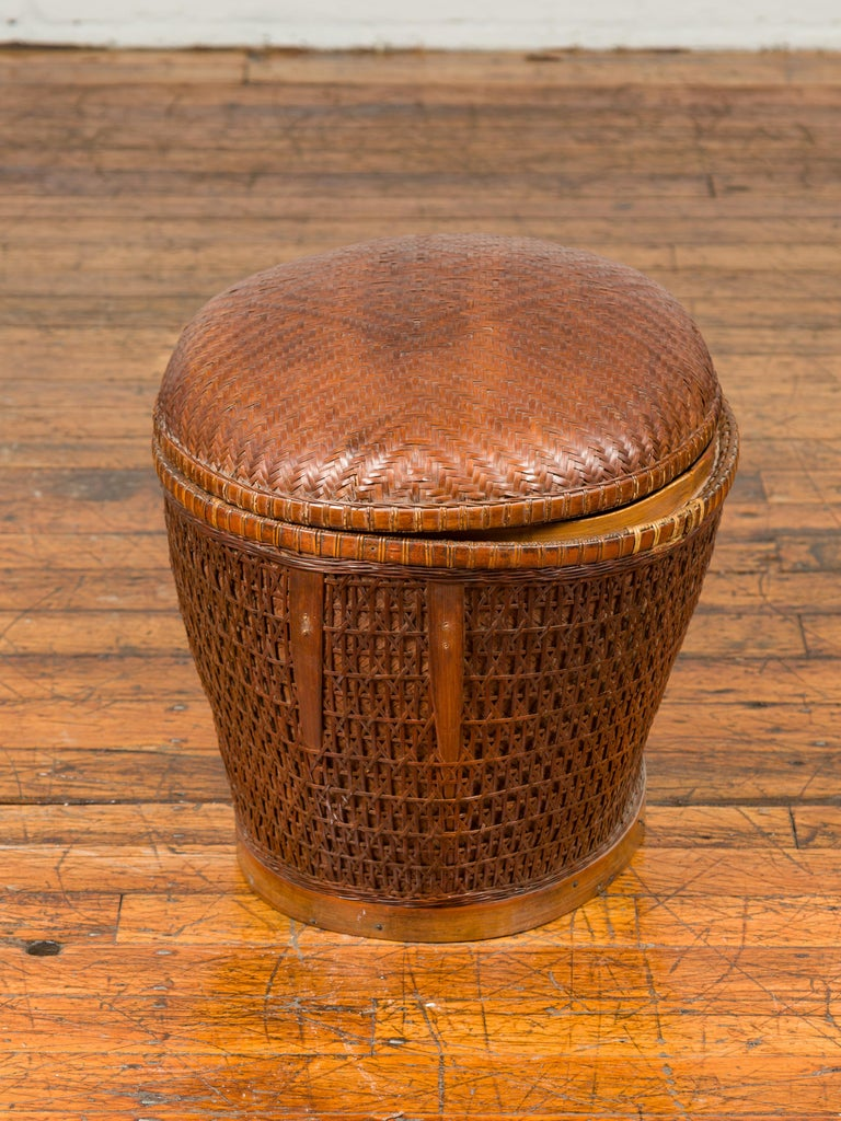 Vintage Chinese Oval Woven Rattan Basket with Lid and Geometric Motifs For Sale 4