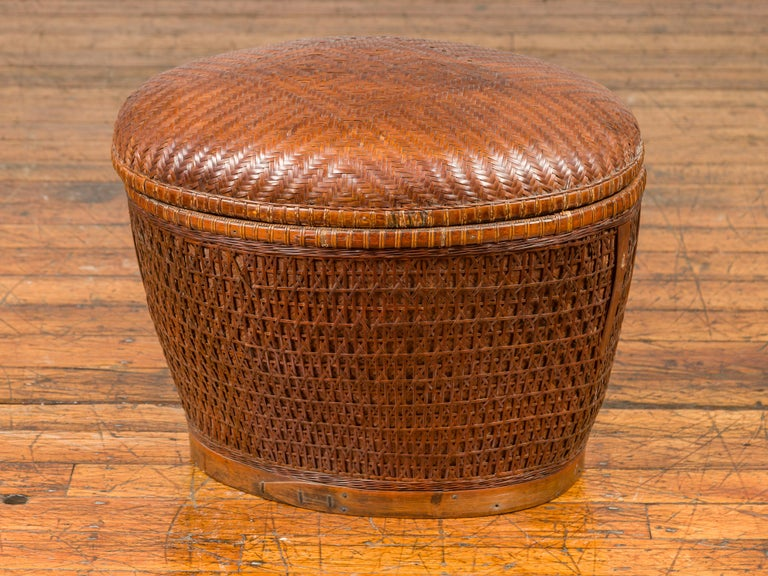 Vintage Chinese Oval Woven Rattan Basket with Lid and Geometric Motifs For Sale 5