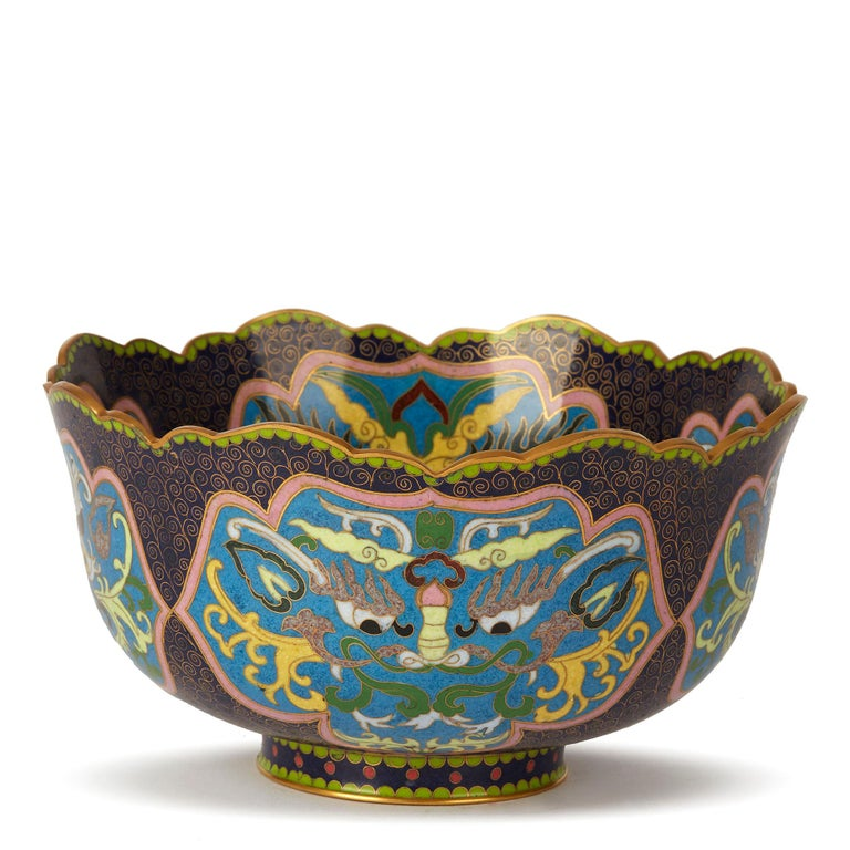 Vintage Chinese Republic Period Cloisonné Bowl, Early 20th Century In Excellent Condition For Sale In Bishop's Stortford, Hertfordshire