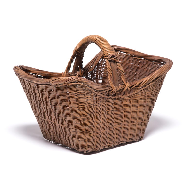 Hand-Woven Vintage Chinese Twist Woven Market Basket For Sale