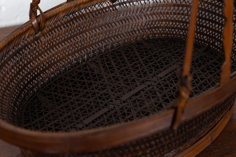 20th Century Vintage Chinese Woven Rattan Carrying Basket with Large Tripartite Handle For Sale