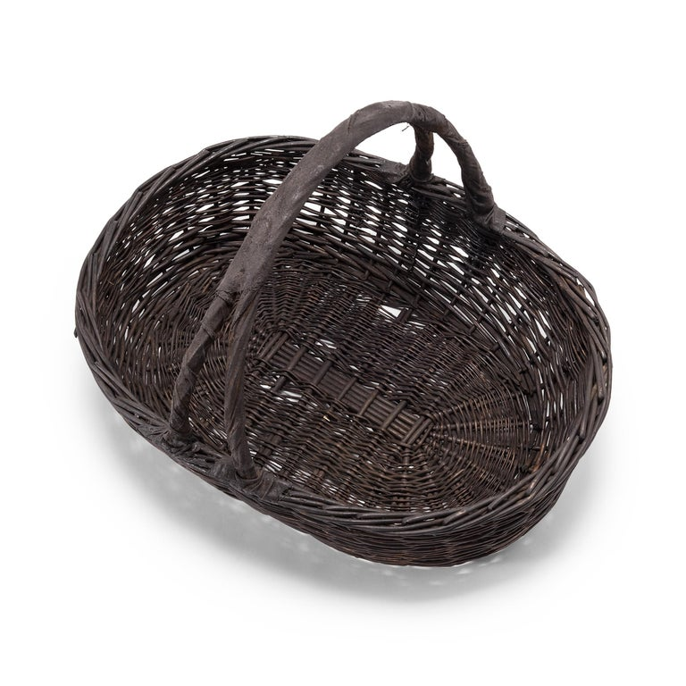 Vintage Chinese Woven Vegetable Basket In Good Condition For Sale In Chicago, IL