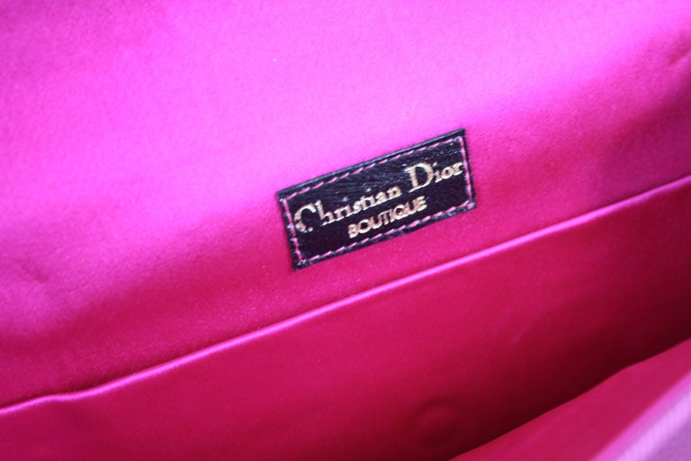 Christian Dior Vintage Boutique Pink Silk Clutch In Good Condition For Sale In Paris, FR