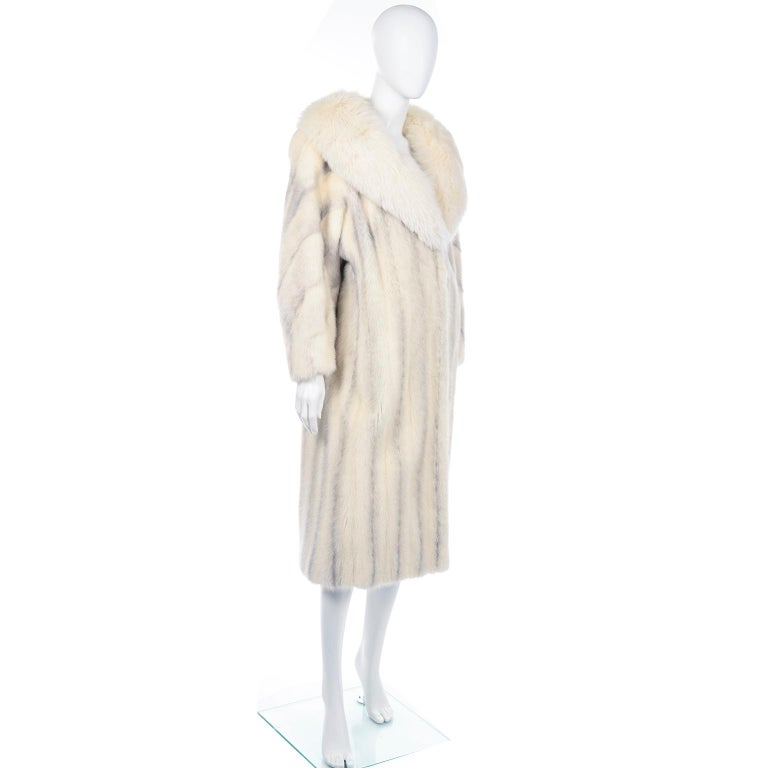 Vintage Christian Dior Fourrure White Mink Fur Coat w Fox Fur Collar In Excellent Condition For Sale In Portland, OR