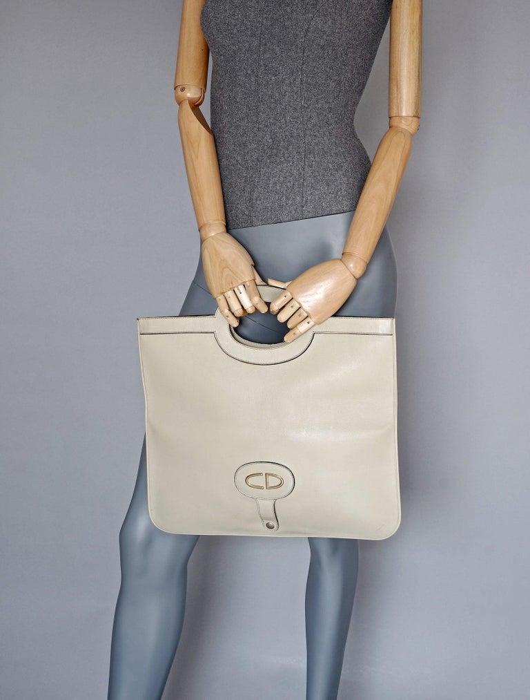 Vintage CHRISTIAN DIOR Logo Foldable Envelope Leather Clutch Bag In Good Condition For Sale In Kingersheim, Alsace