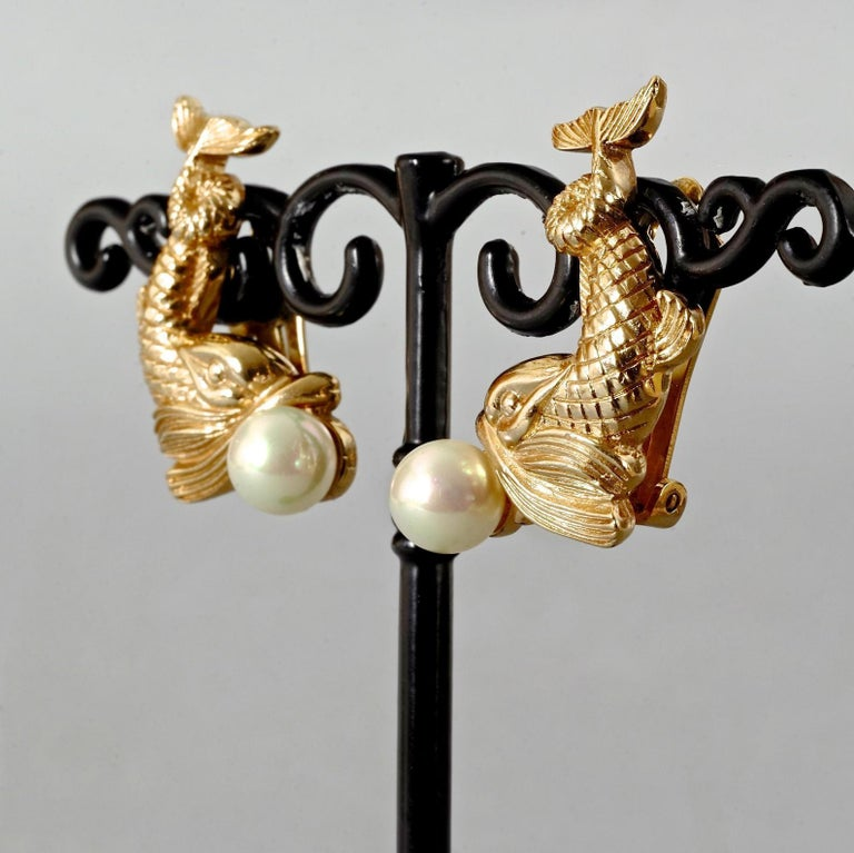 Vintage CHRISTIAN DIOR Pearl Fish Earrings In Excellent Condition For Sale In Kingersheim, Alsace