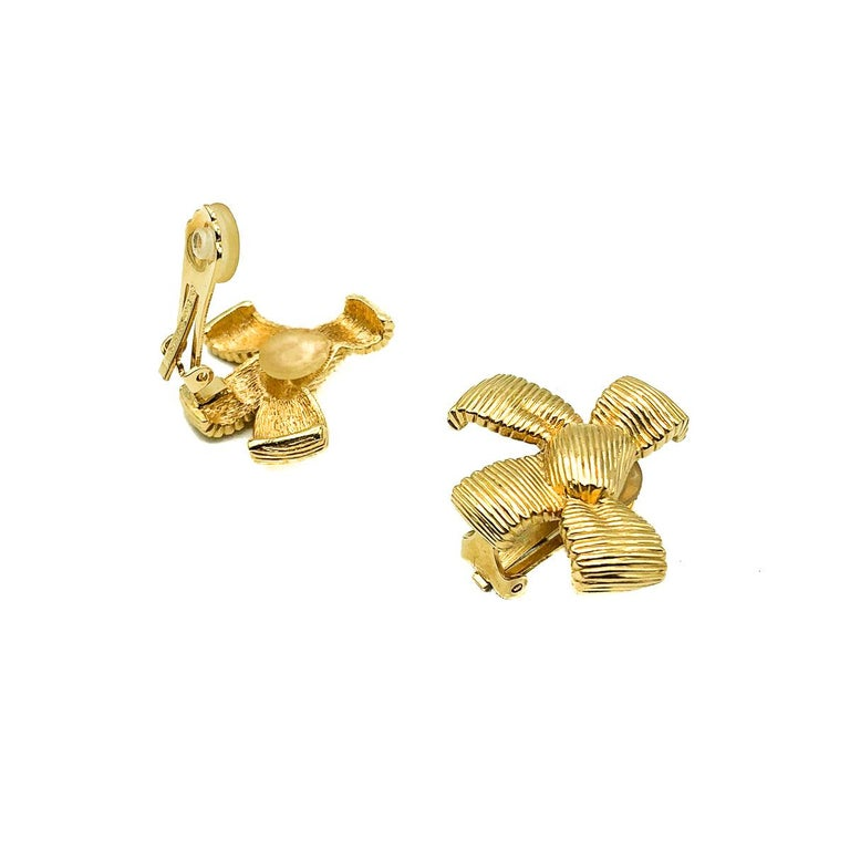 Vintage Dior Bow Earrings. Crafted in gold plated metal. In very good vintage condition. Signed. Approx. 3cms. A delightfully feminine on ear statement Dior clip that will prove eternally stylish.   Established in 2016 and based in the heart of