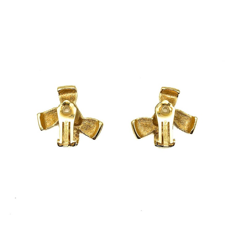 Vintage Christian Dior Textured Bow Earrings 1980s In Good Condition For Sale In Wilmslow, GB