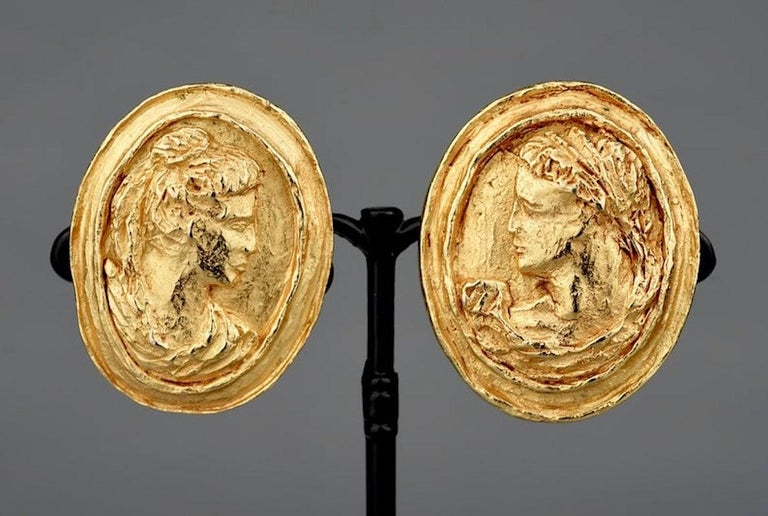 Vintage CHRISTIAN LACROIX Greek Roman Cameo Earrings  Measurements: Height: 1.69 inches (4.3 cm) Width: 1.38 inches (3.5 cm)  Features: - 100% Authentic CHRISTIAN LACROIX. - Raised cameo of Roman Greek god/ goddess. - Gold tone. - Signed CHRISTIAN