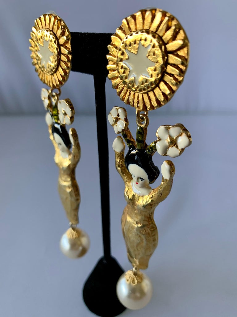 Vintage Christian Lacroix Japanese geisha and pearl clip-on statement earrings. Signed on the clip, circa 1990s made in France.