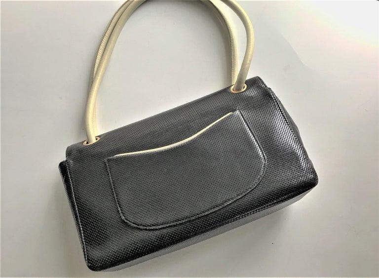 Vintage classic CHANEL bag calf skin black/white 1990/95  In Good Condition For Sale In Stuttgart, DE
